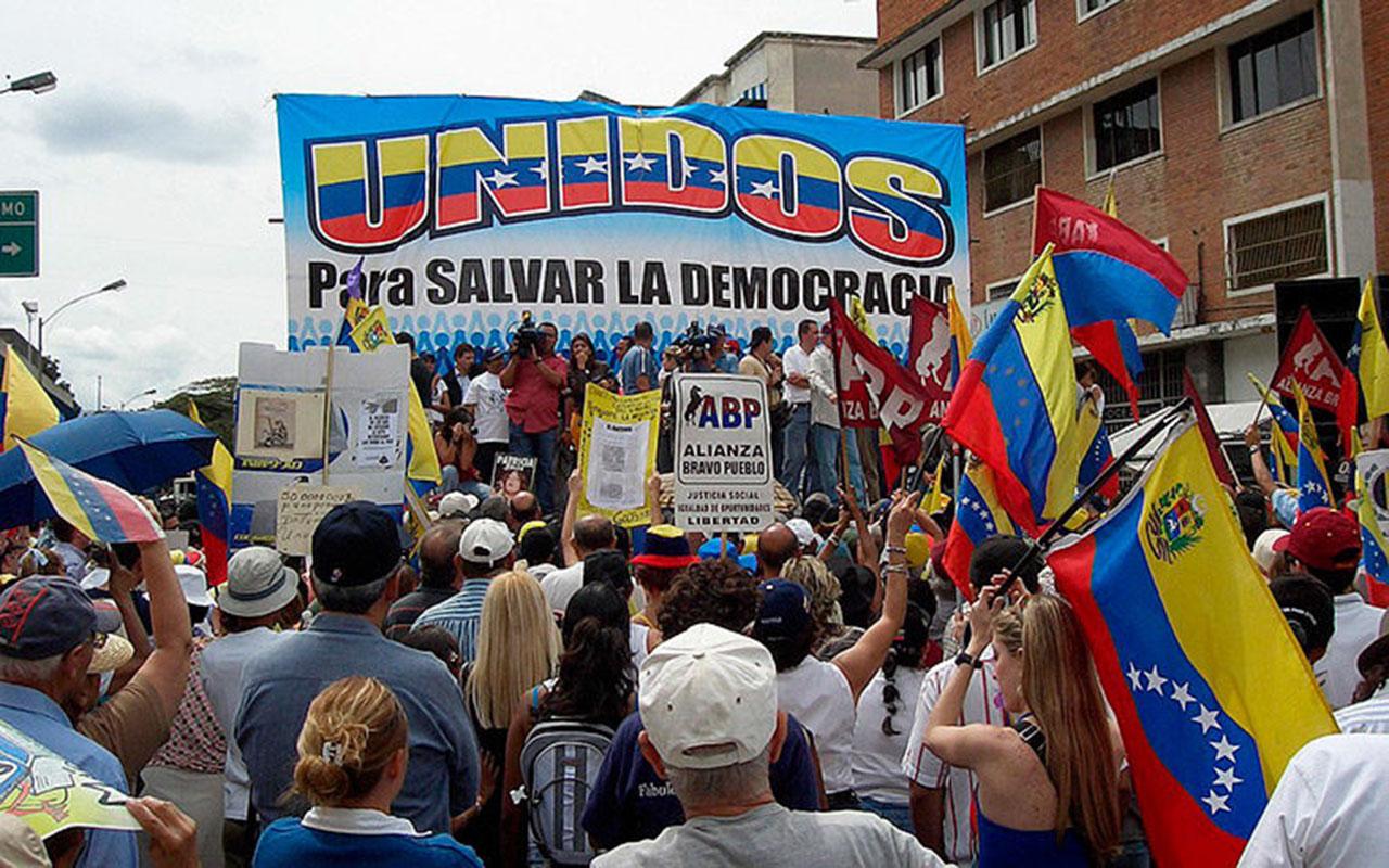 Opositores venezolanos proponen escoger este año candidato presidencial