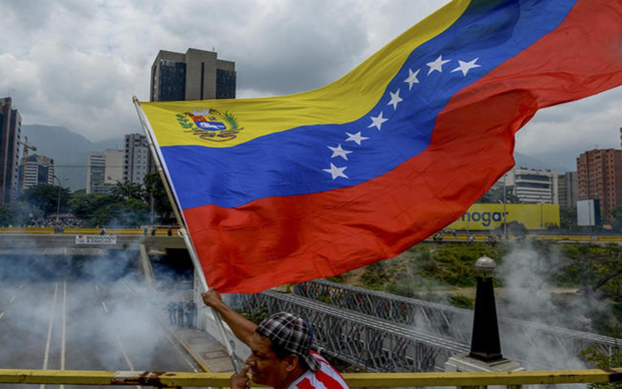 Venezuela entra en default parcial de su deuda