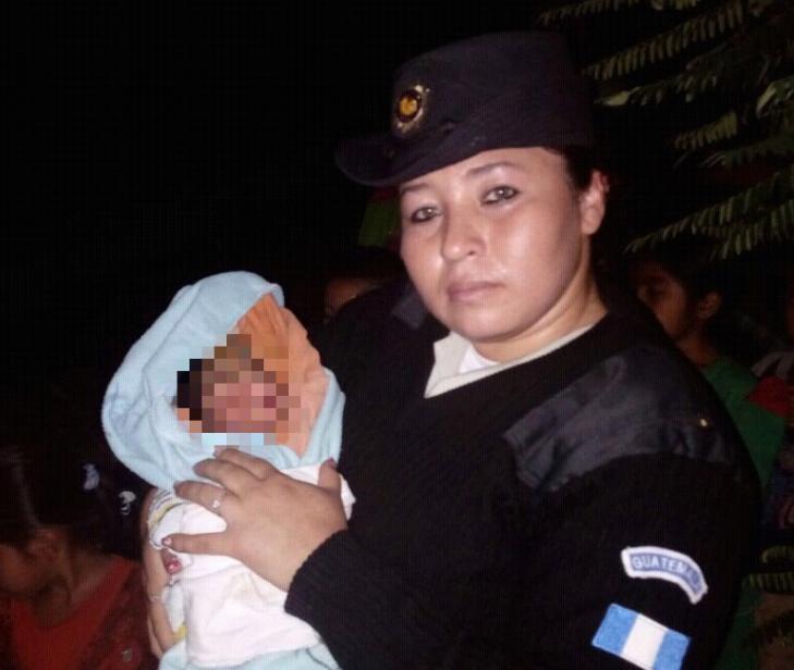 Bebé rescatada por PNC