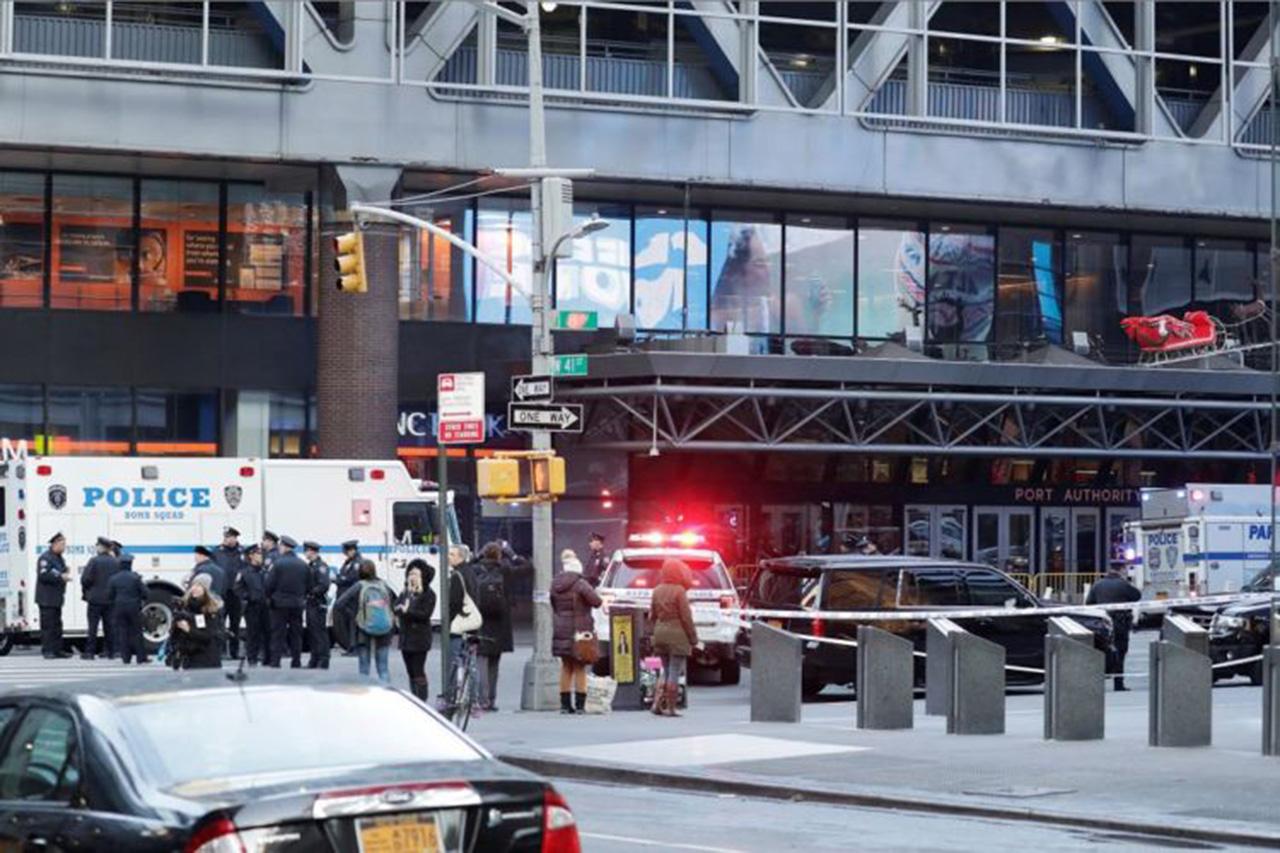Cuatro heridos en una explosión en un túnel del metro en Nueva York