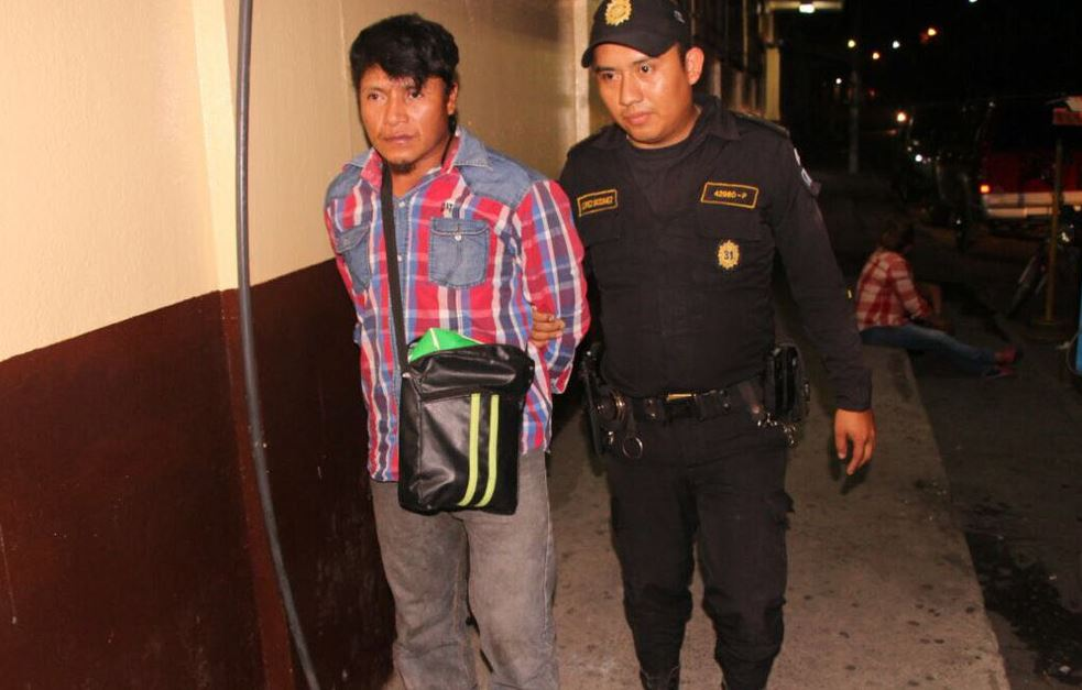 Capturado con arma ilegal Emisoras Unidas EU Guatemala