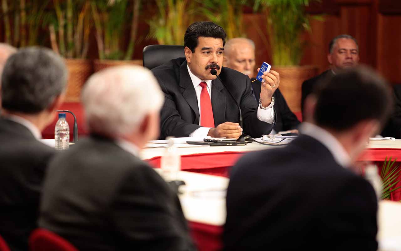 Gobierno de Maduro y oposición relanzan negociaciones entre escepticismo