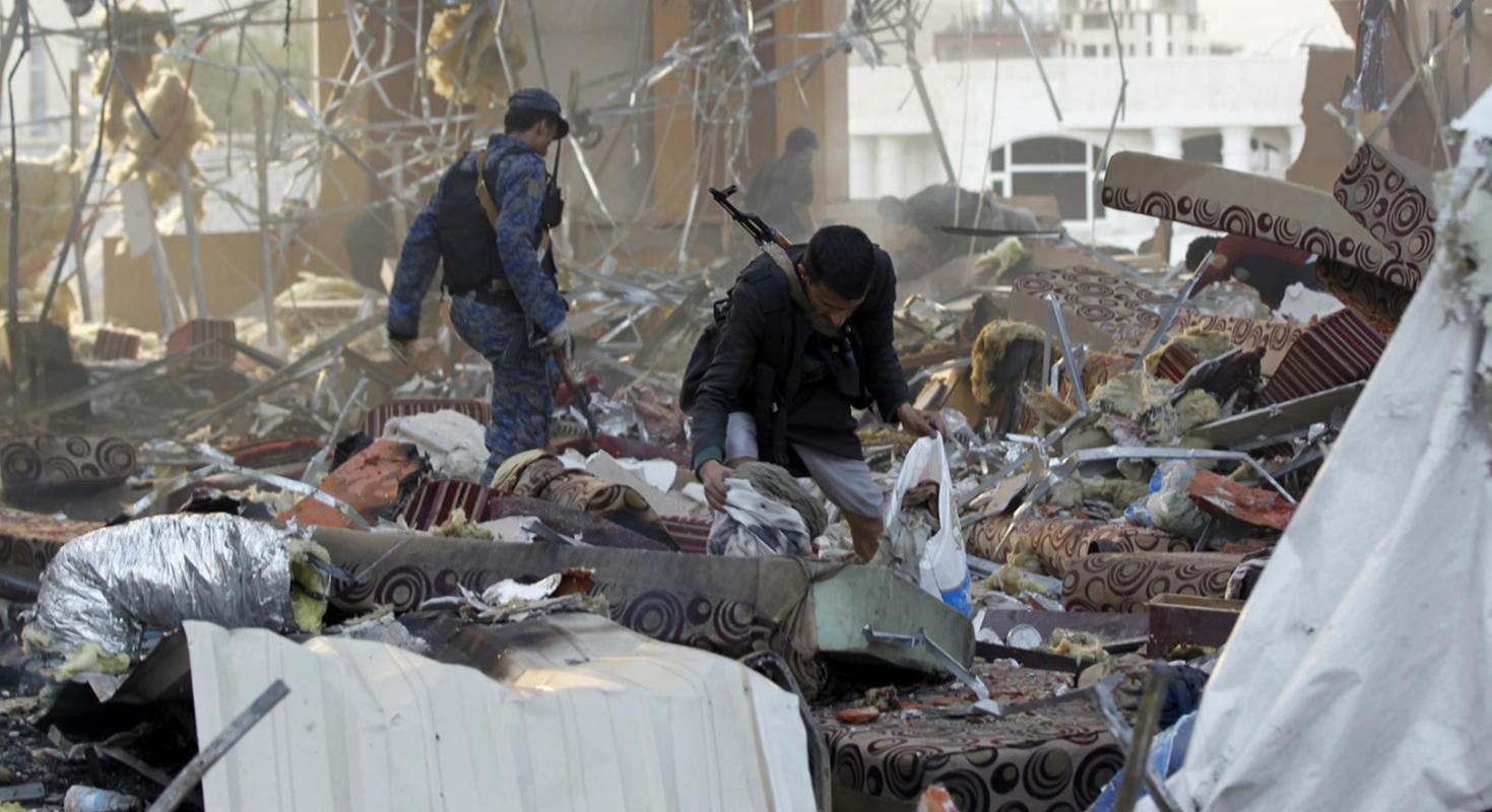 Mueren 14 civiles en mercado de Yemen por bombardeo de coalición liderada por Riad