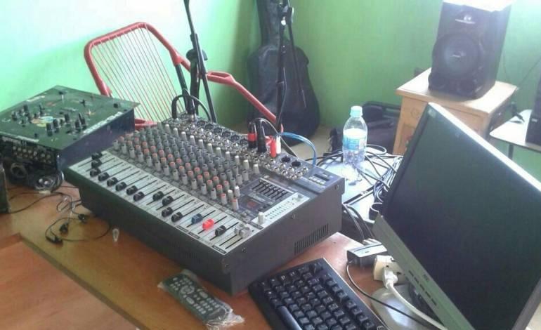 Retienen a fiscales que buscaban desarticular radio ilegal