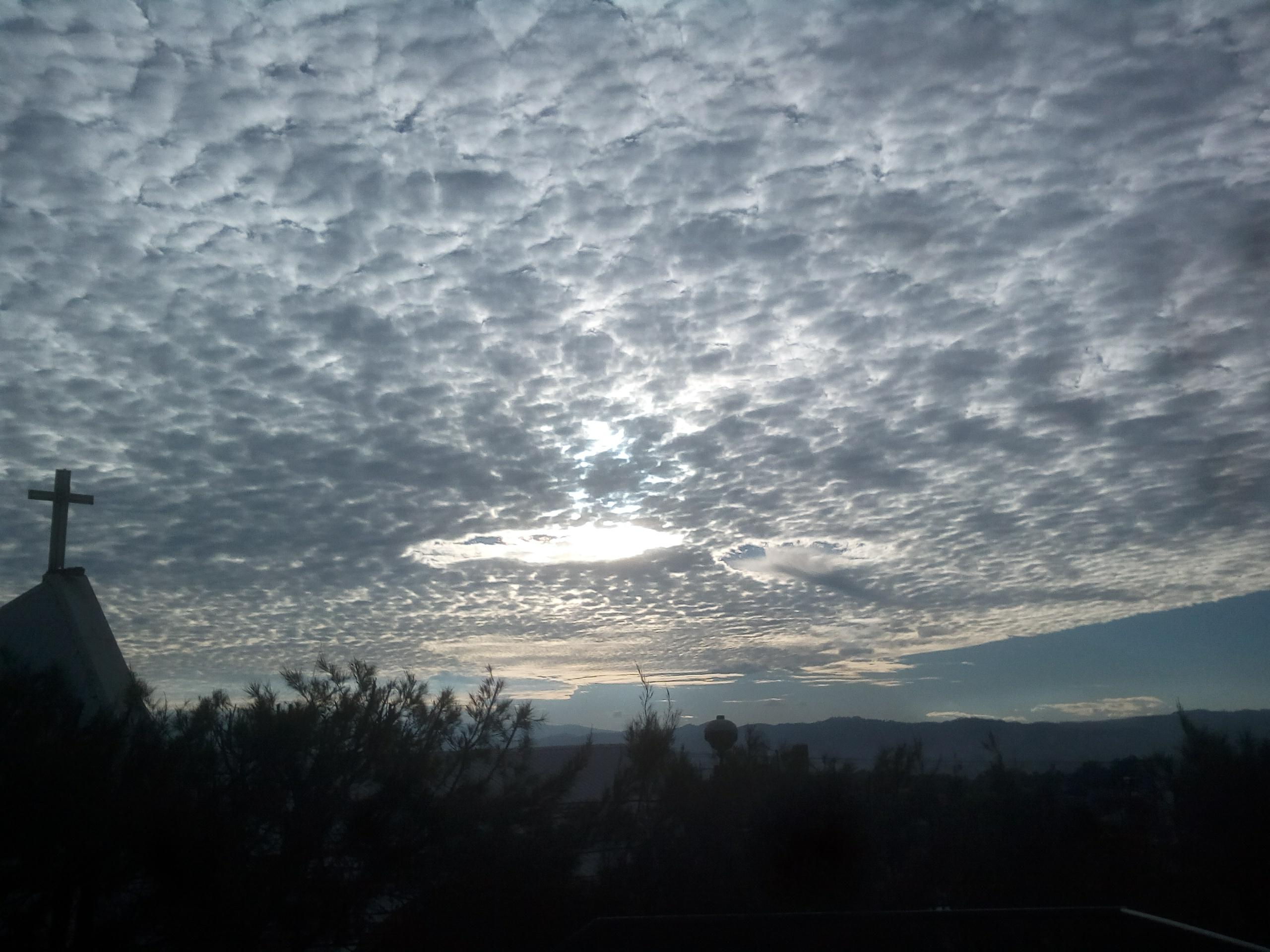 Nubes cirrus EU Emisoras Unidas Guatemala