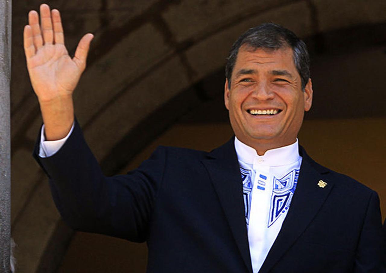 Correa llegó a Ecuador para campaña a favor de reelección indefinida