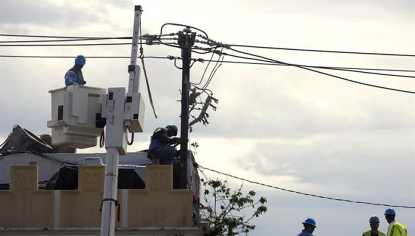 Ejecutivo de Puerto Rico pide a alcaldes no politizar restauración de electricidad