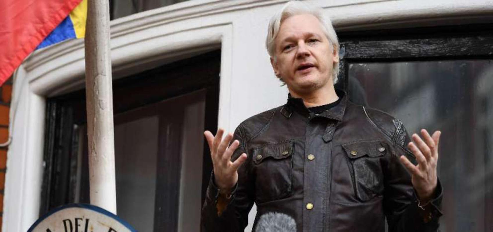 Londres rechaza dar a Assange rango diplomático como pidió Quito