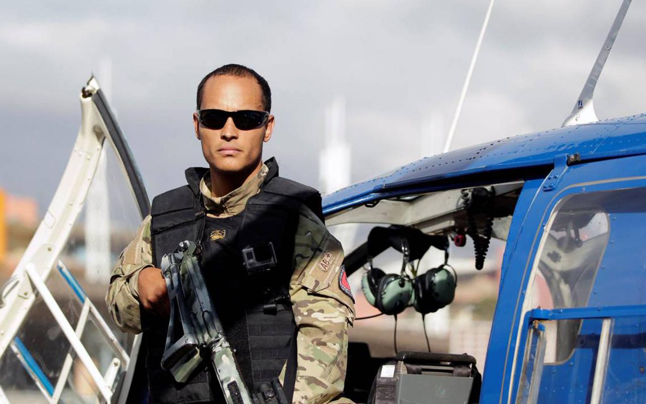 Policía venezolana acorrala a piloto que se rebeló contra Maduro