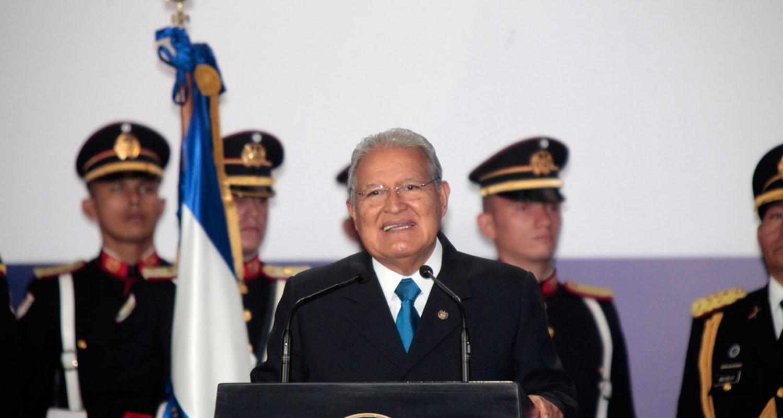 Presidente salvadoreño reafirma compromiso reparar daños víctimas de guerra