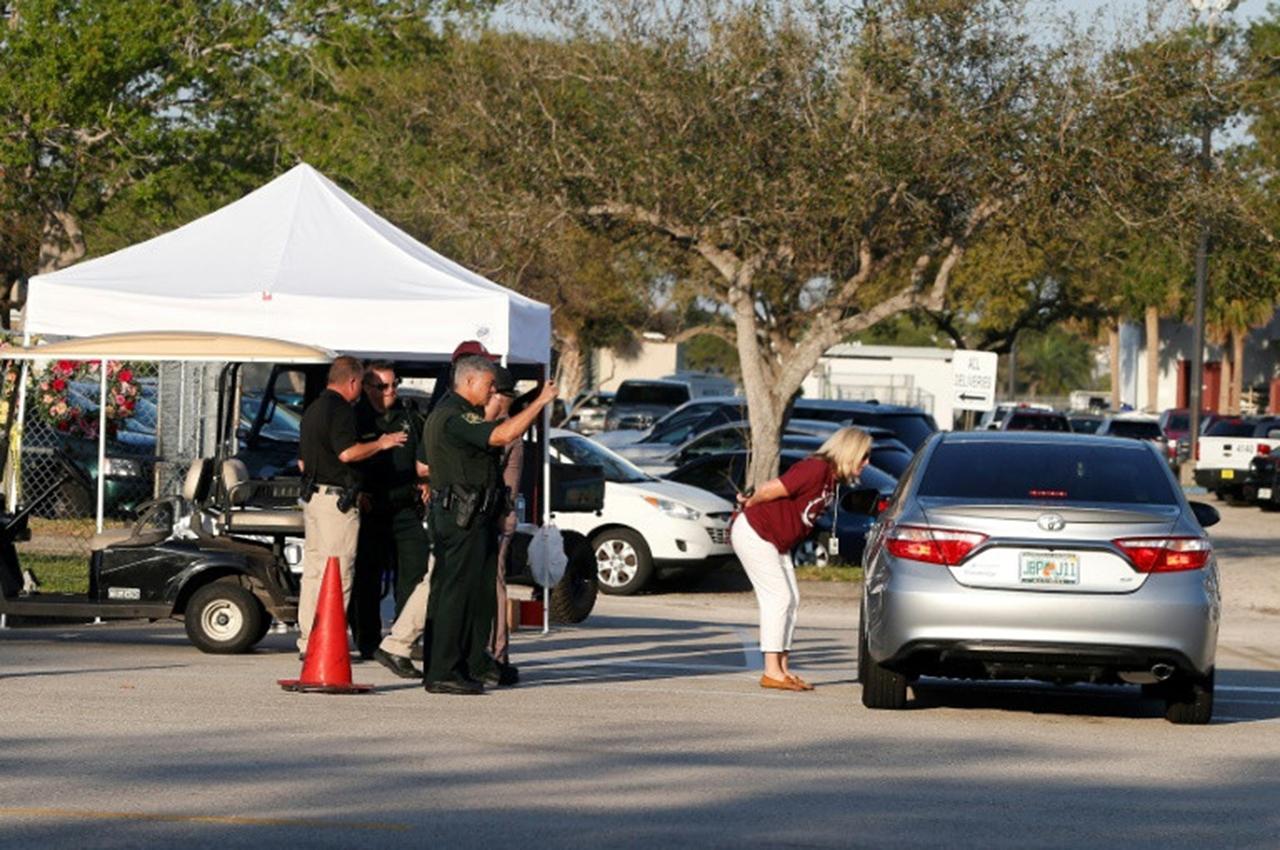 Sobrevivientes de la masacre en Florida tuvieron un triste regreso a clases