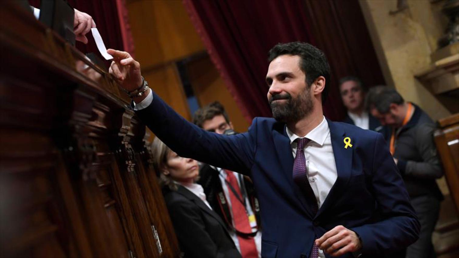 El presidente del parlamento catalán visita a los independentistas presos