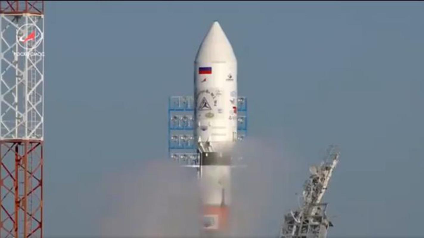 """Rusia lanza 11 satélites """"sin incidentes"""" desde su nuevo cosmódromo"""
