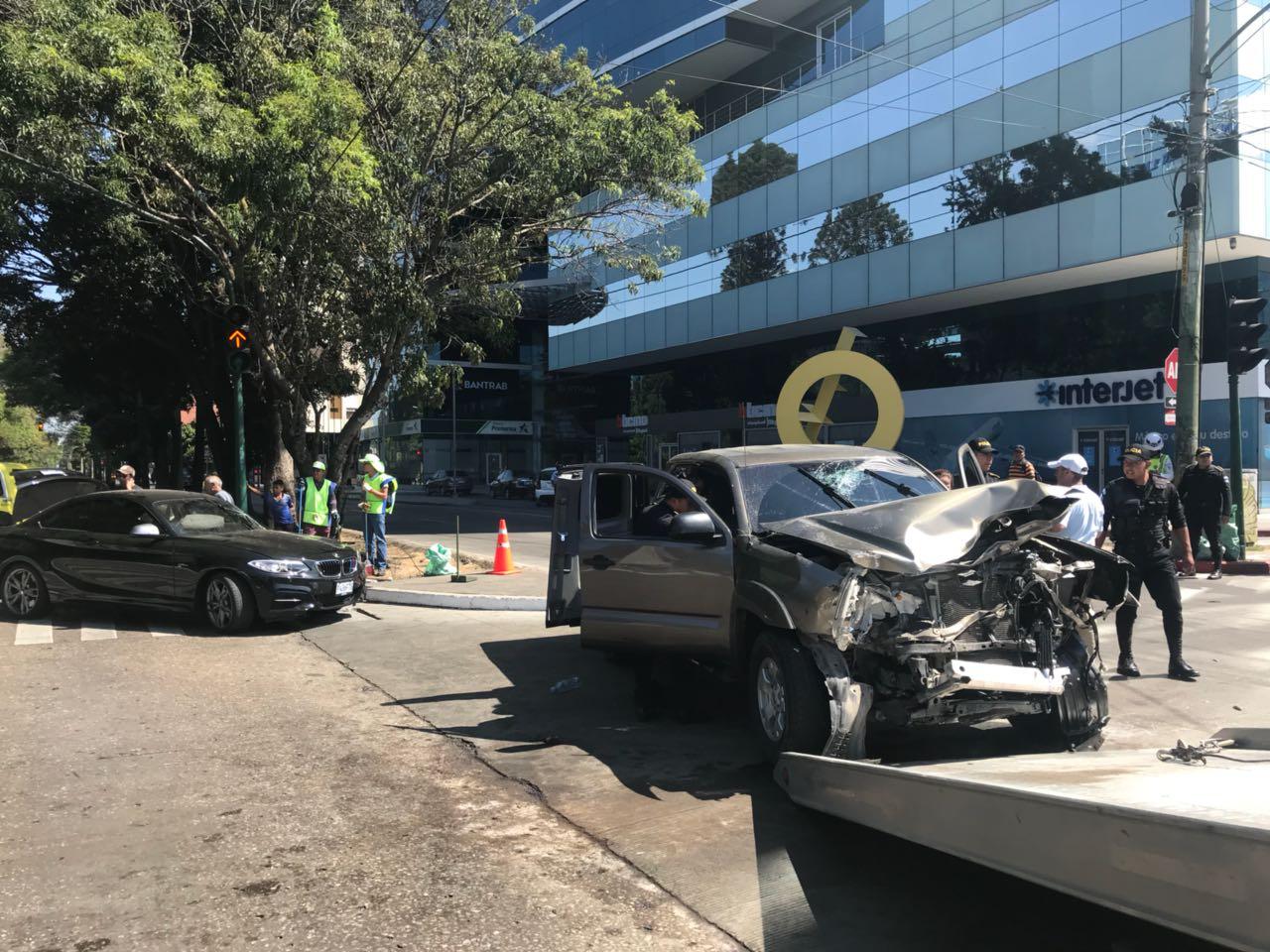 Accidente en zona 10 EU Emisoras Unidas Guatemala