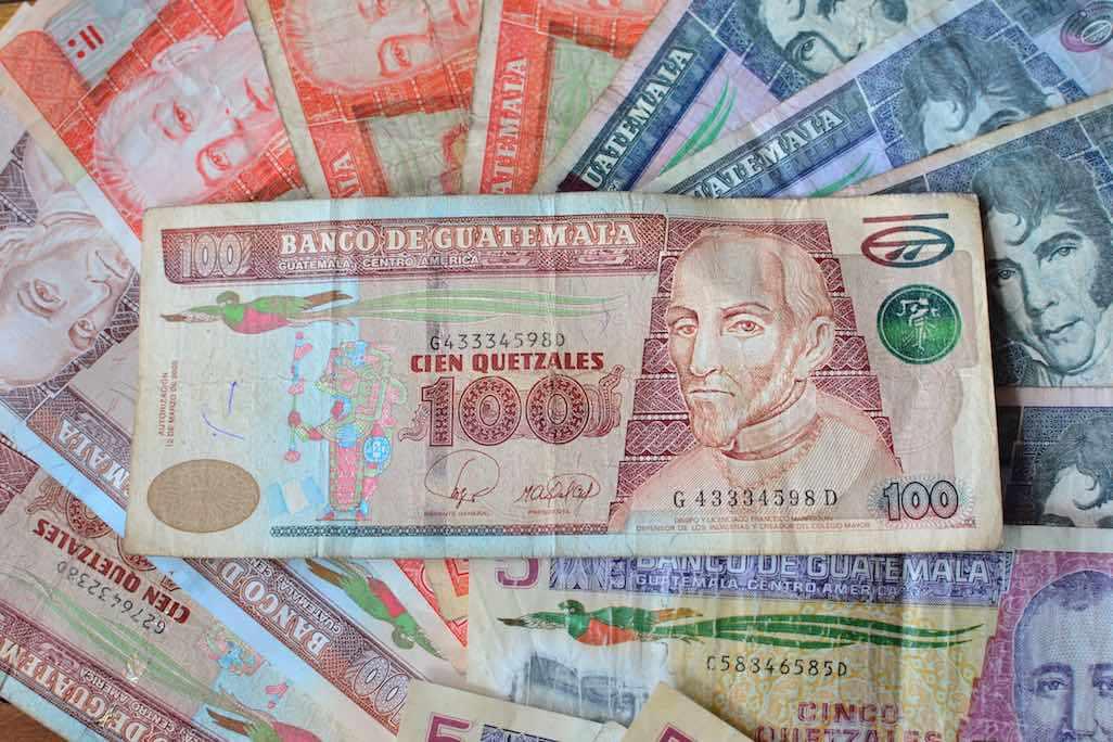 dinero zona 10 ciudad de guatemala emiosras unidas eu