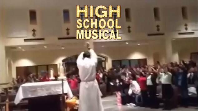 Video Viral Iglesia Católica Sacerdote High School Musical