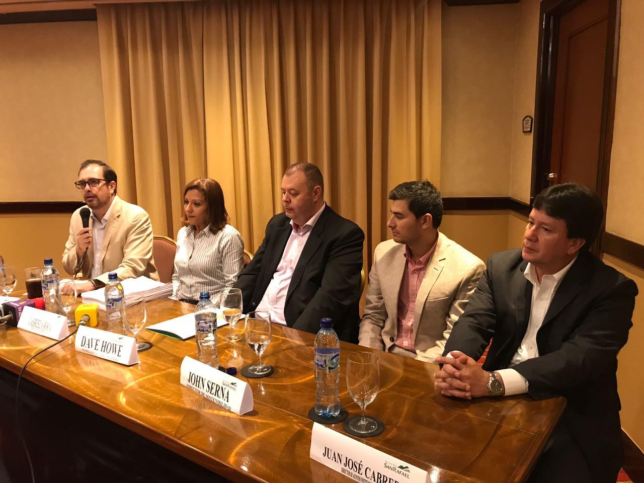 Conferencia de prensa de representantes de la Minera San Rafael