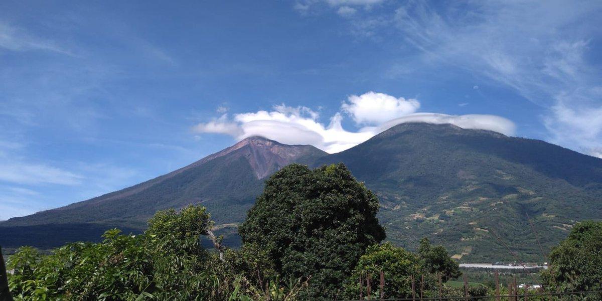 Columna de ceniza en Volcán de Fuego