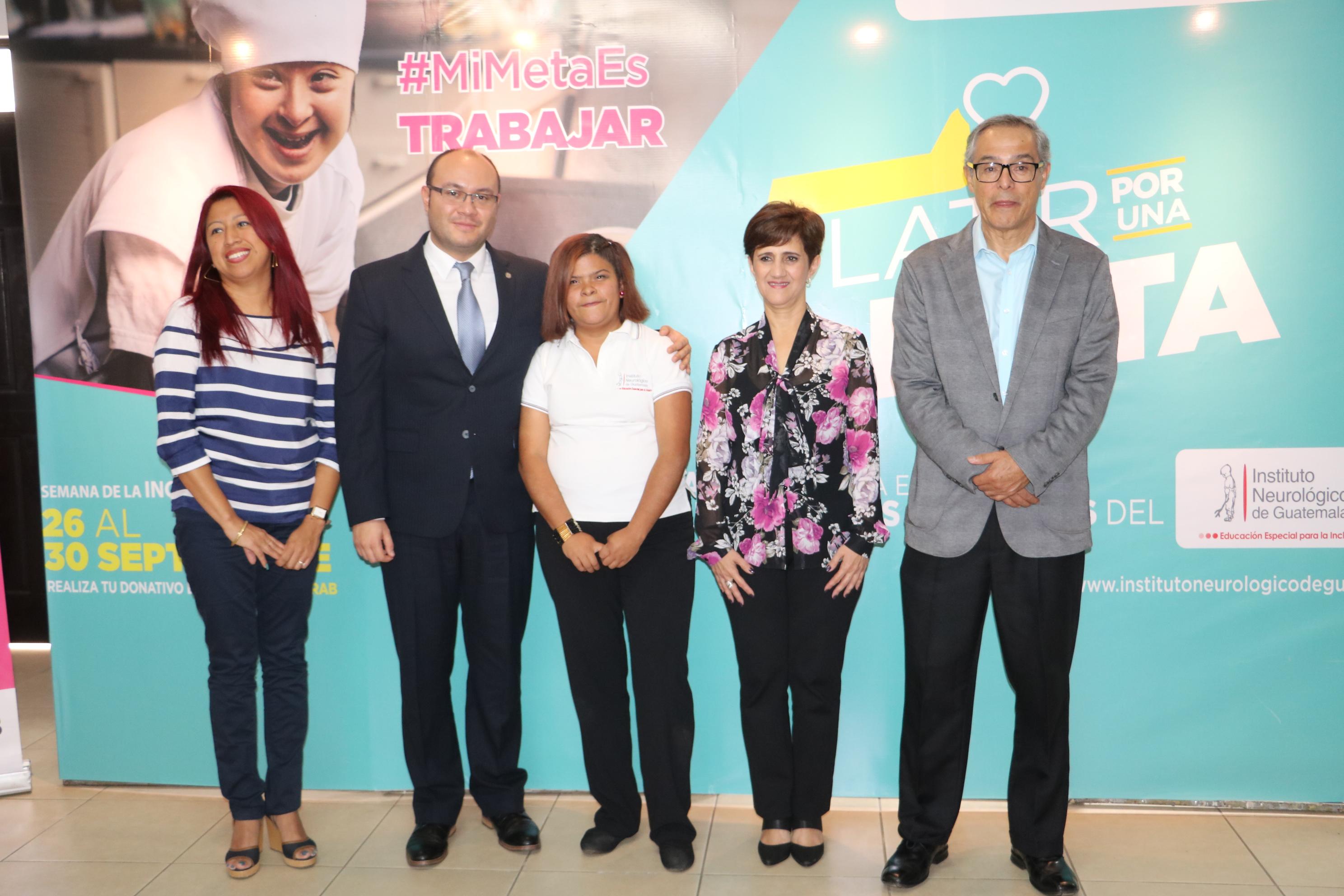 Autoridades del Banco de Los Trabajadores y del Instituto Neurológico de Guatemala.