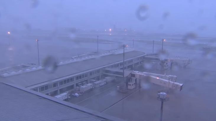 Cierre de aeropuertos por tifón Trami