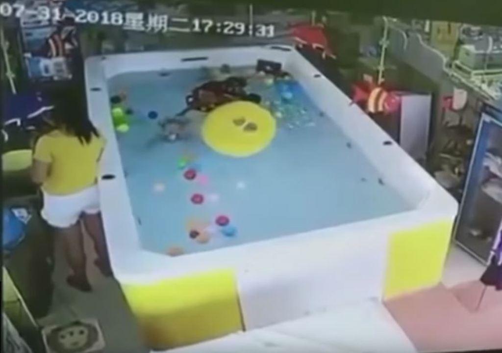 piscina ahoga celular Emisoras Unidas