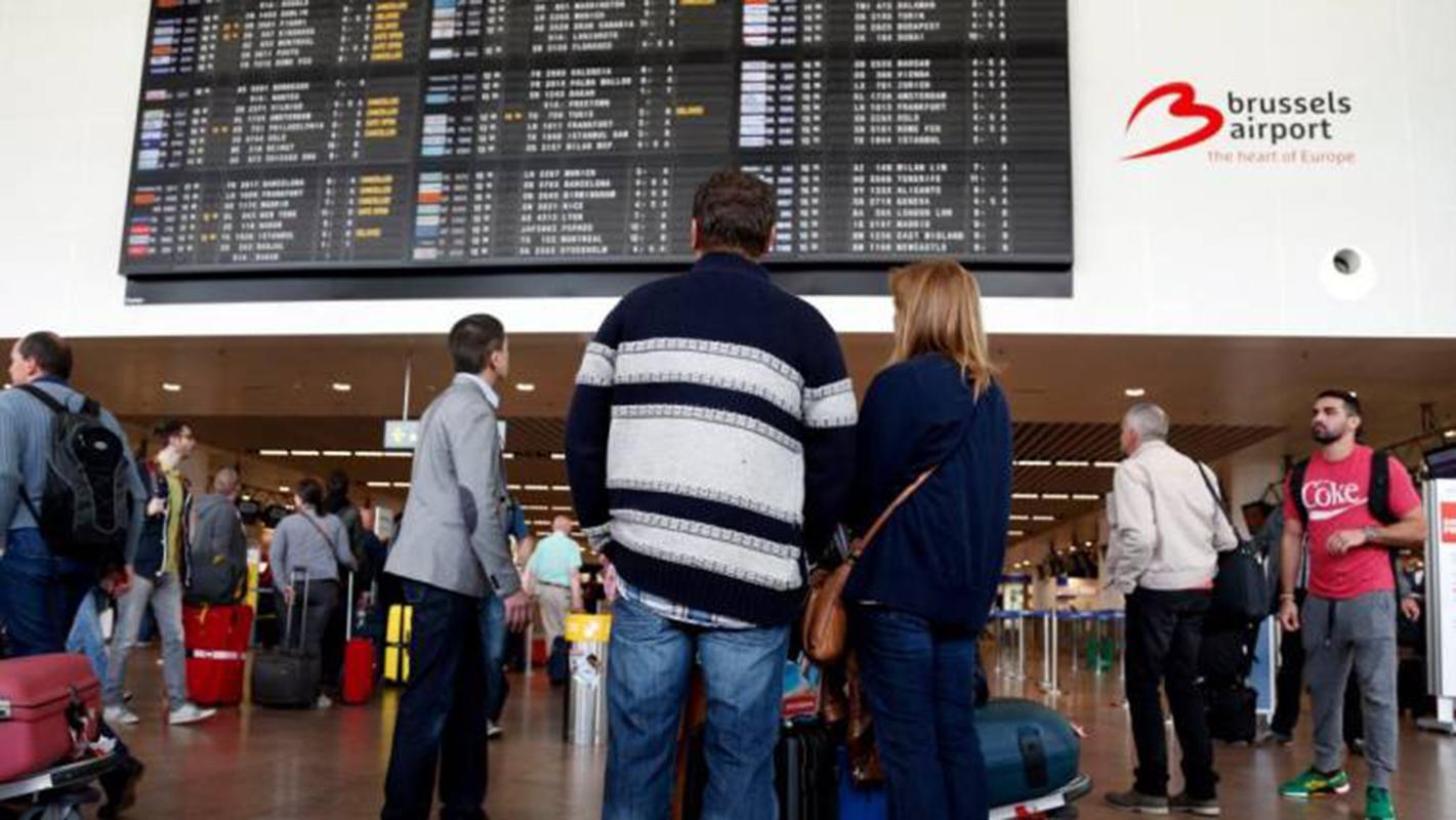 Al menos 140 vuelos anulados