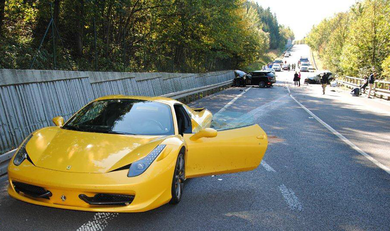 ferrari porsche motor Zilina Eslovaquia video viral accidente