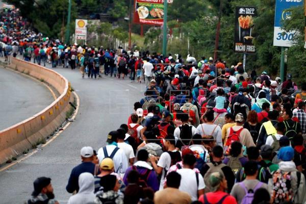 """""""Unos se quieren quedar y otros quieren ir, unos quieren avanzar por Tijuana, otros por Laredo, Matamoros y Monterrey, pero debemos informarnos, ponernos de acuerdo y seguir unidos"""", dijo uno de los representantes."""