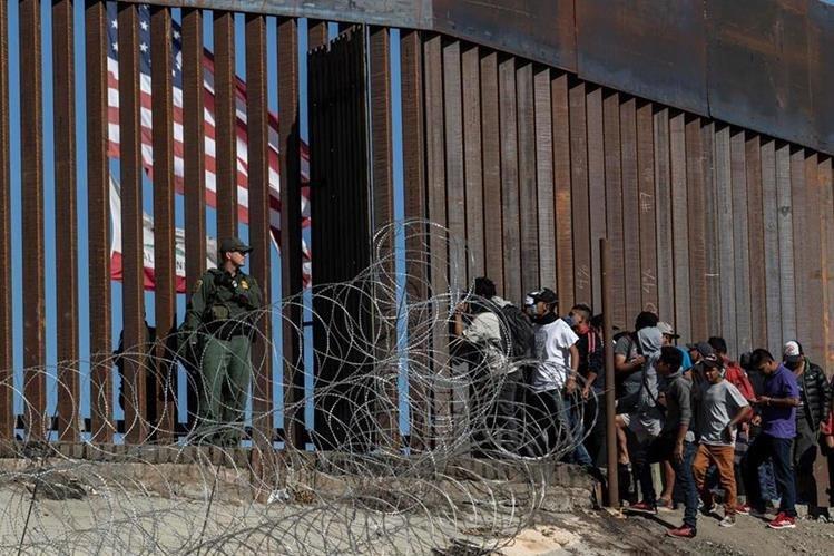 México deporta a 98 migrantes