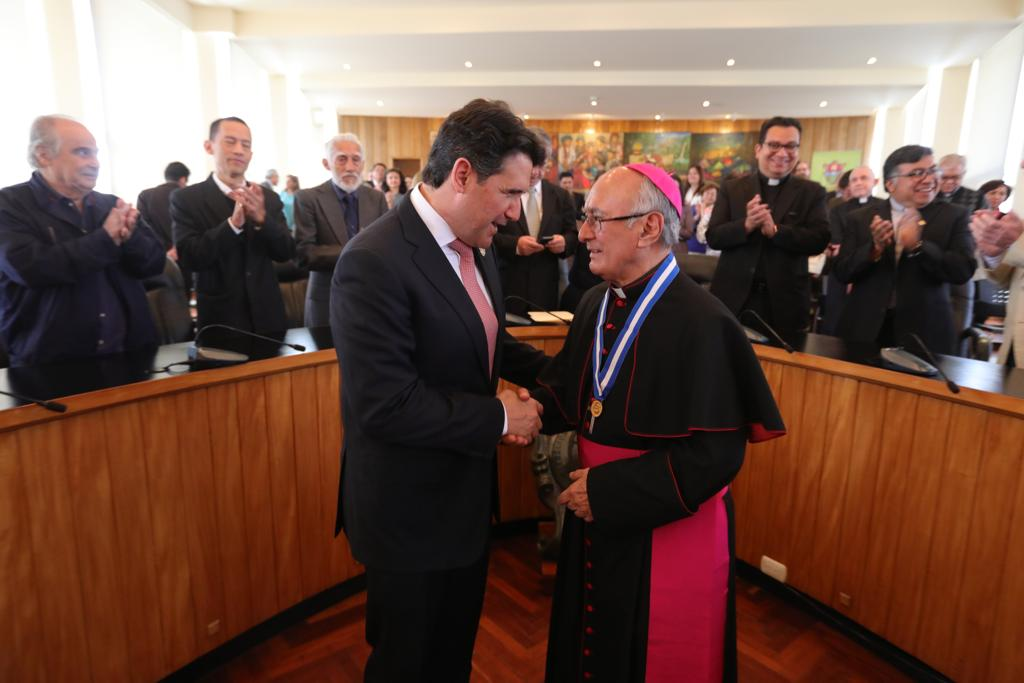 Monseñor homenaje