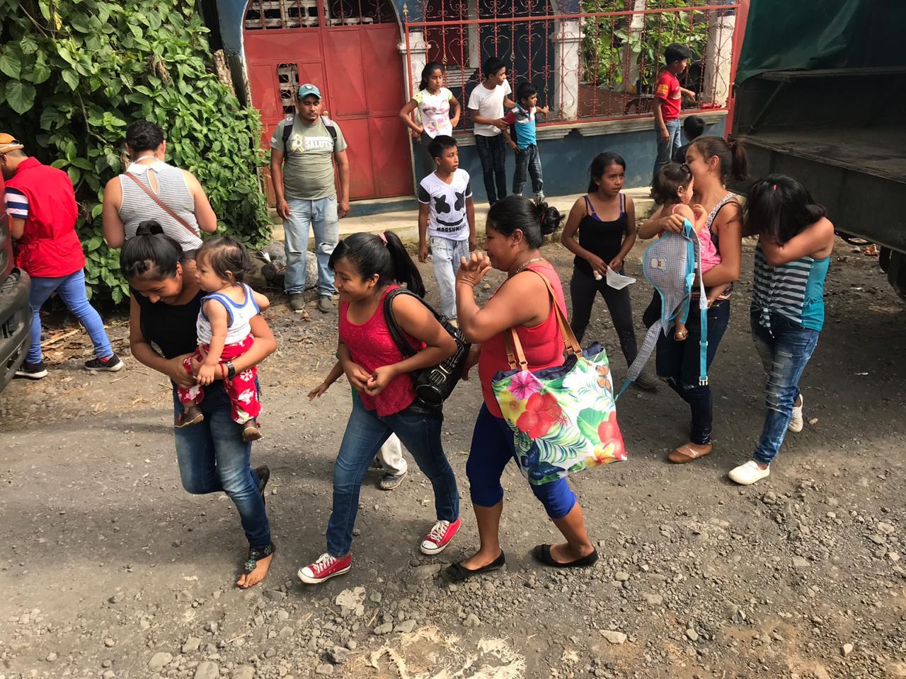 Habitantes evacuan Ceylán, Volcán de Fuego