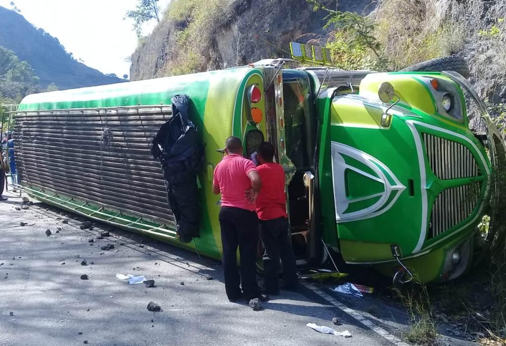 Bus Huehuetenango Cobán volcó