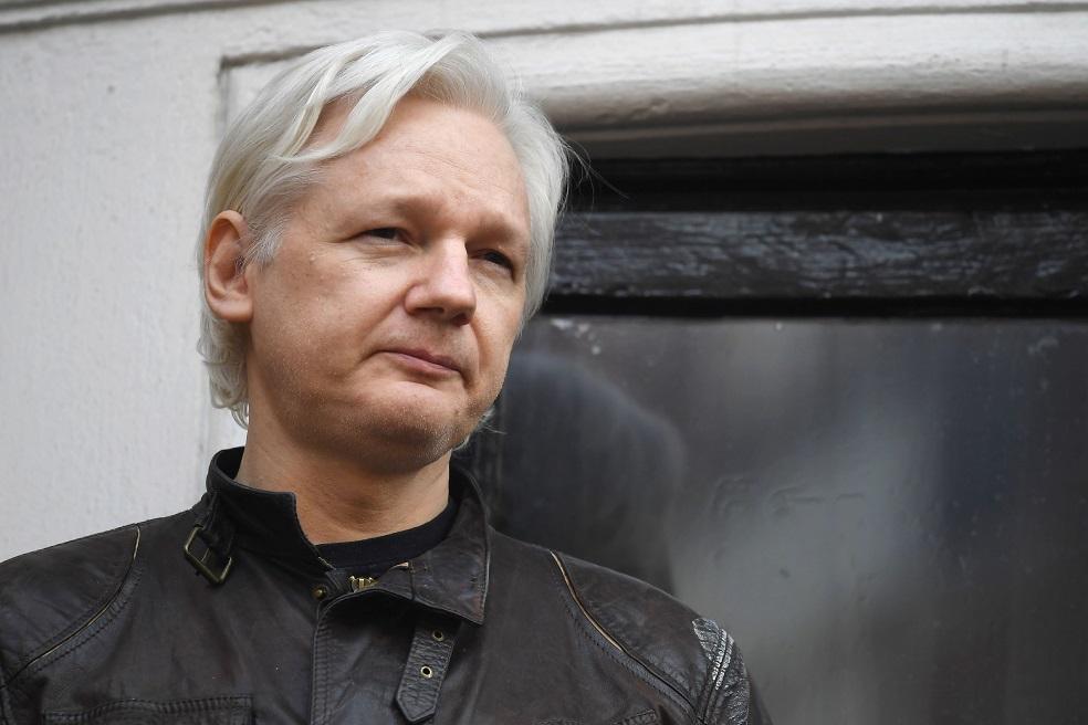 Assange insiste ante corte de Ecuador