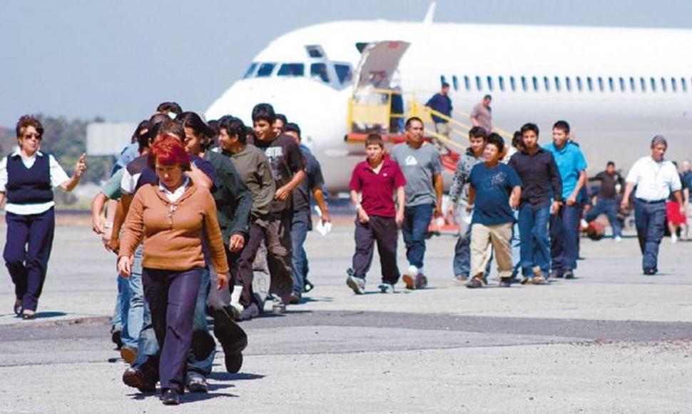 Migrante deportado de EEUU trasladado a Hospital de Villa Nueva por sospecha de coronavirus