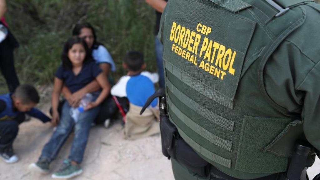 La niña y su padre fueron detenidos el 6 de diciembre al sur de Lordsburg, Nuevo México, con un grupo formado por 163 migrantes...