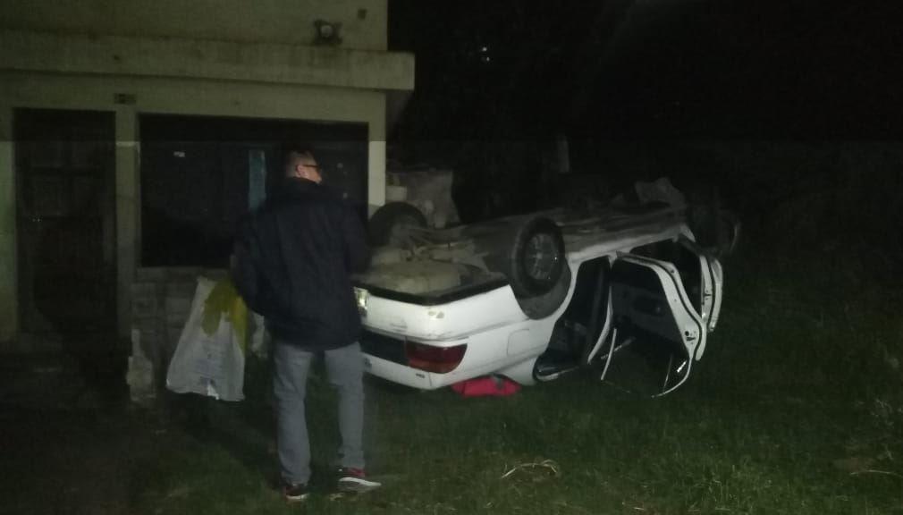 quetzaltenango-ebrio-automovil-patio-casa