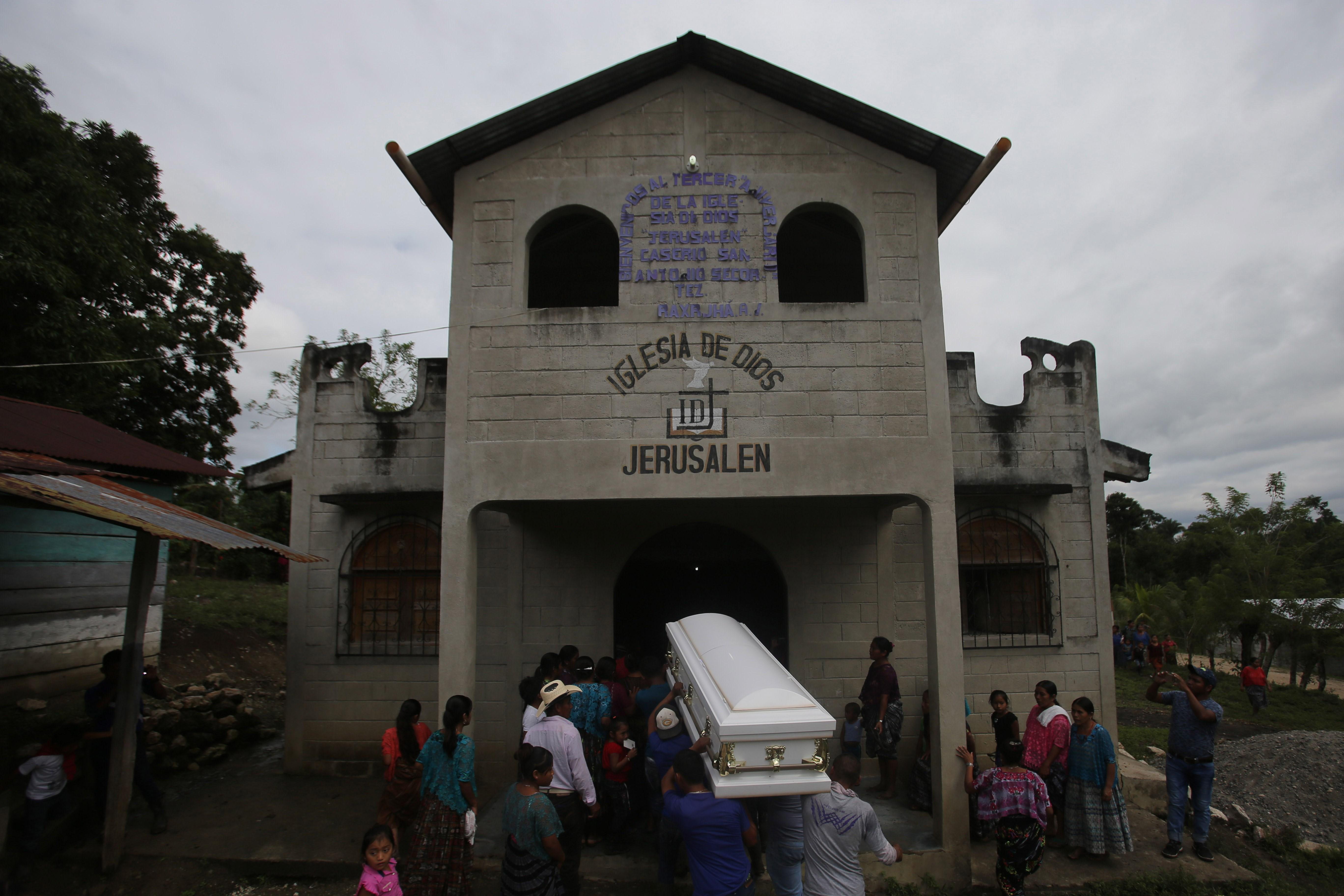 Niños guatemaltecos mueren bajo la custodia de migración