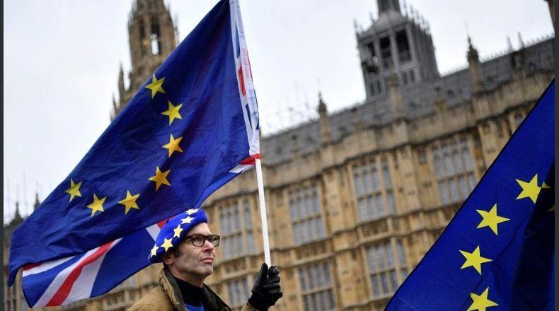 El Parlamento británico rechaza