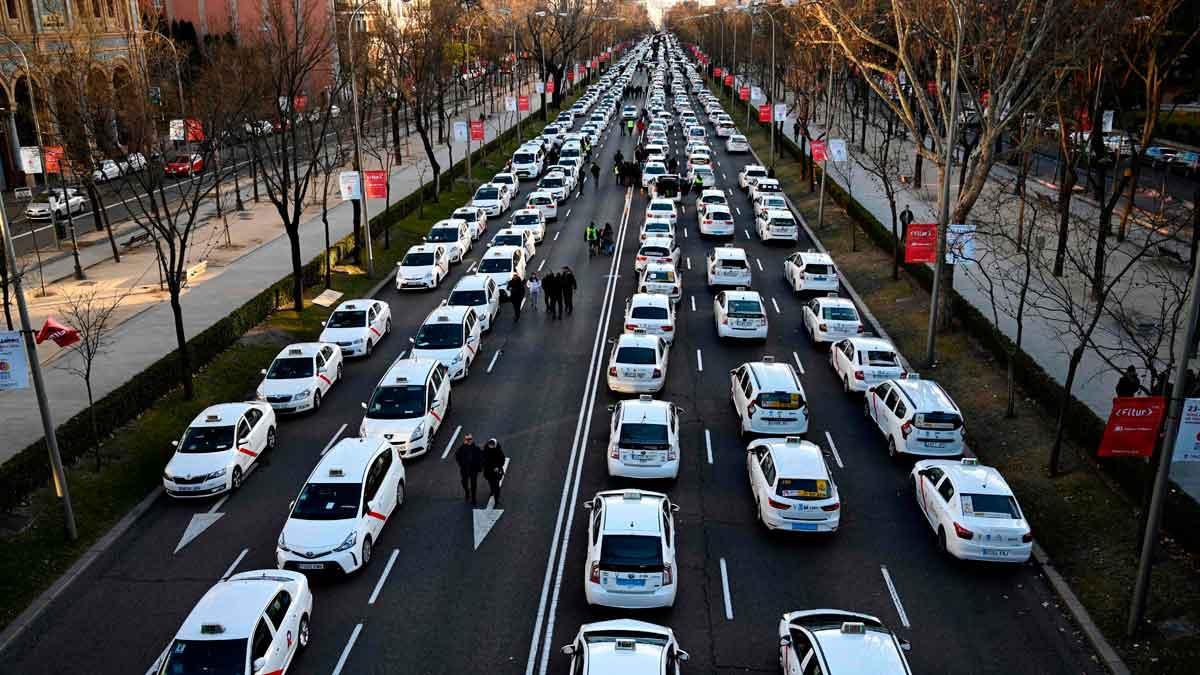 La policía española interviene contra los taxis