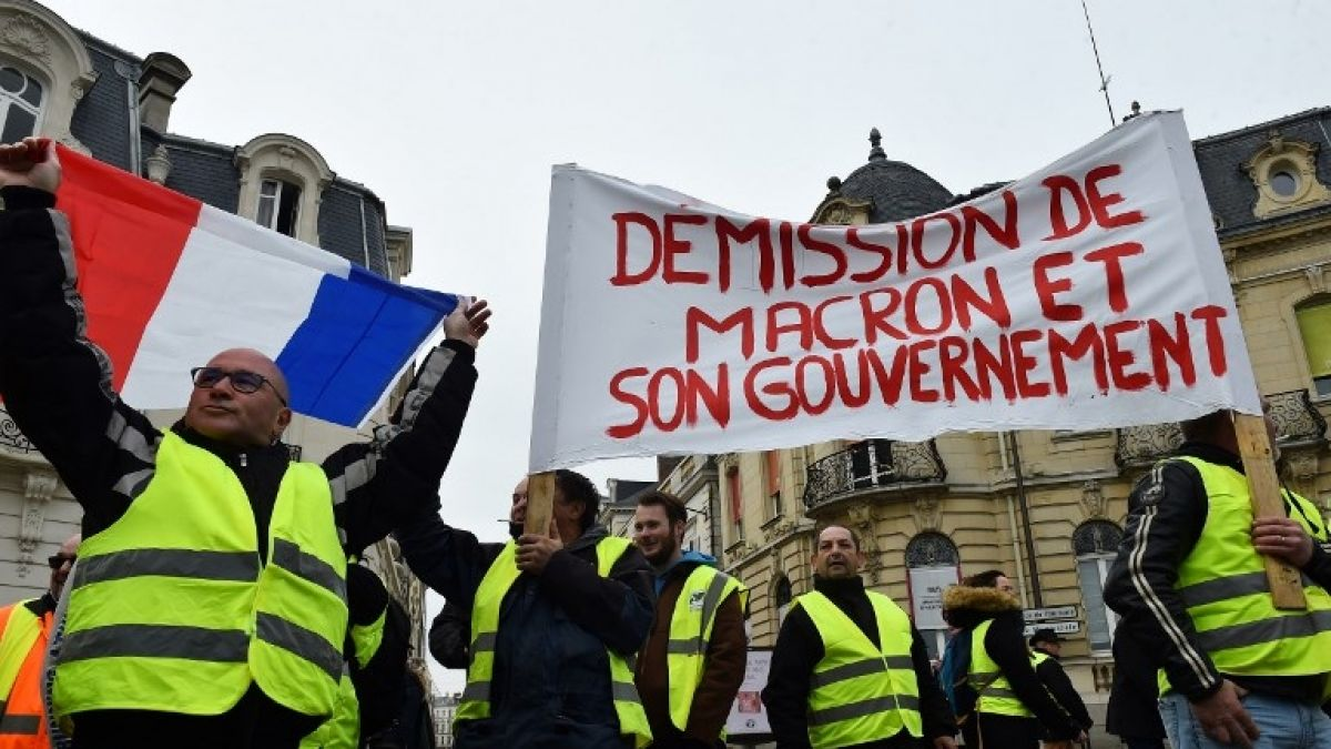 Macron convoca debate nacional