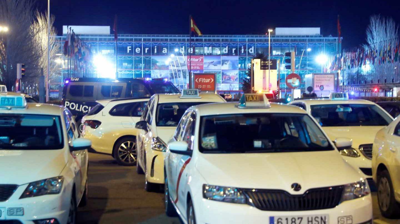 Taxis en huelga presionan en Madrid
