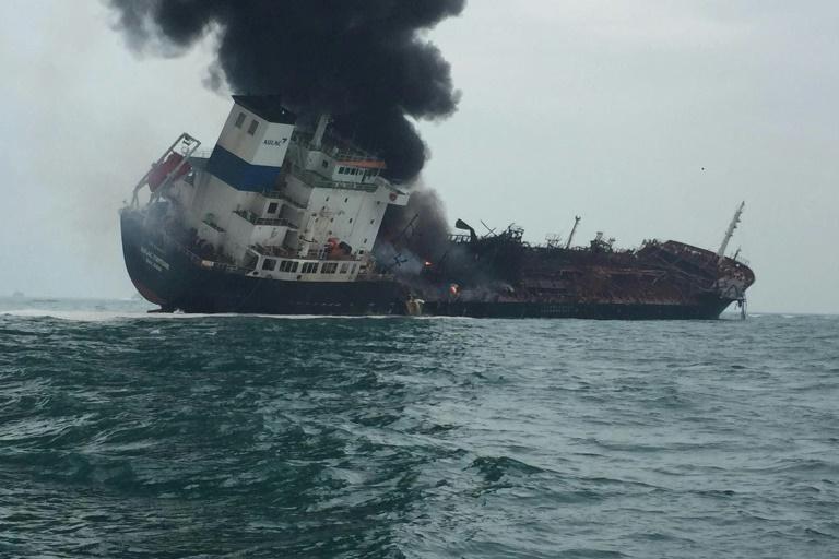 Un muerto en incendio de un buque