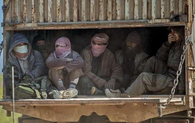 Civiles siguen atrapados