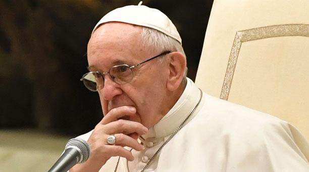El papa dice que quien acusa a la Iglesia