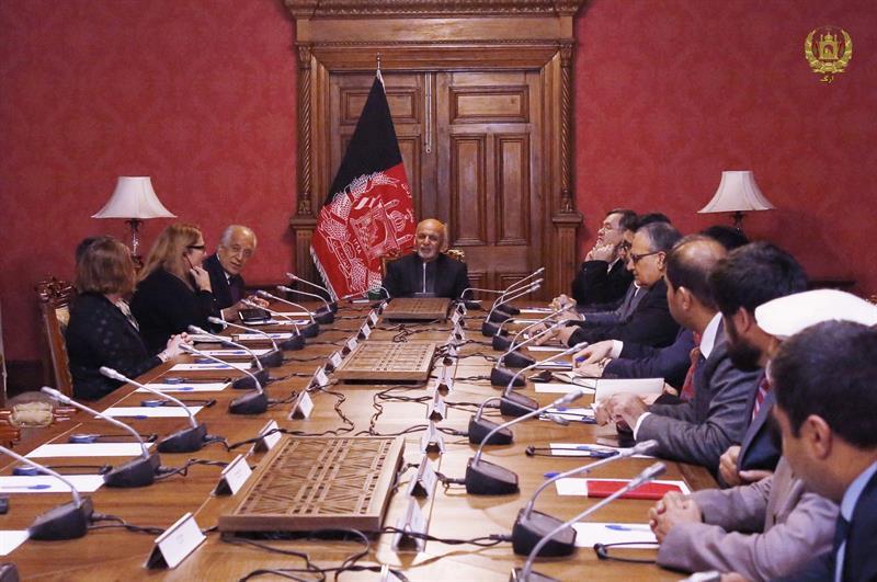 Estados Unidos y talibanes reanudan en Catar