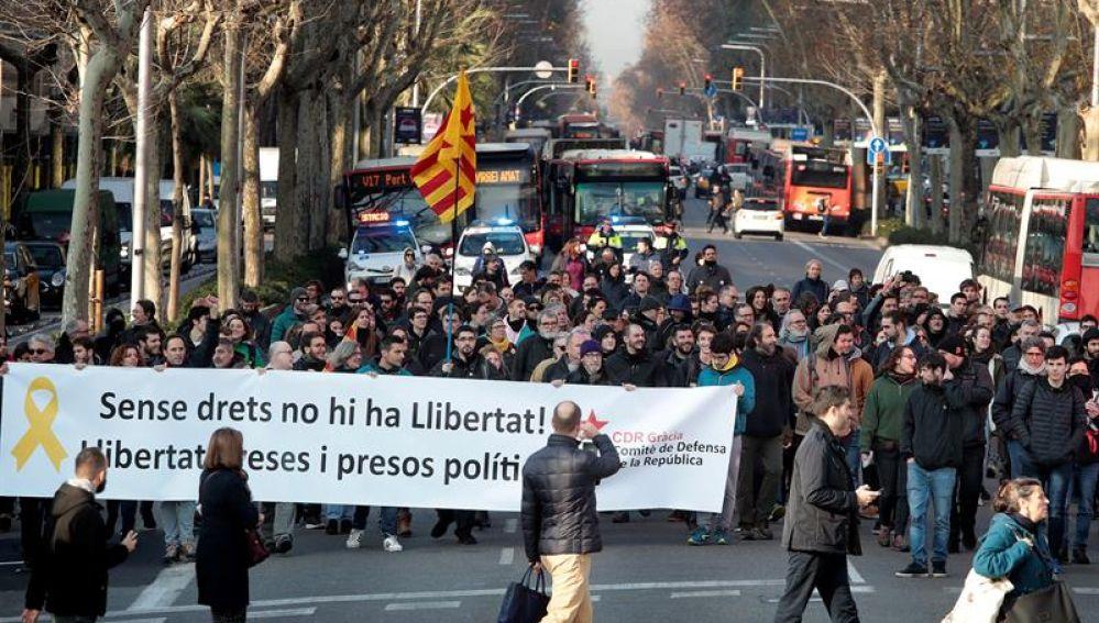Independentistas catalanes bloquean carreteras