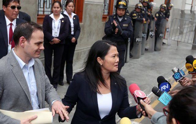 Levantan prohibición de salida de Perú