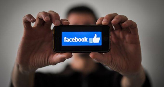 Parlamentarios británicos tildan a Facebook