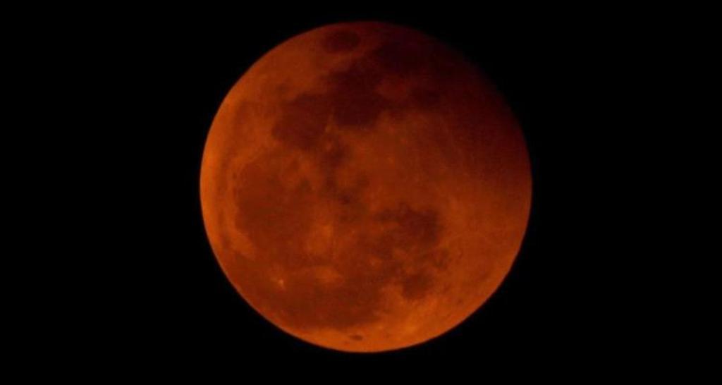 Meteoroide Luna eclipse