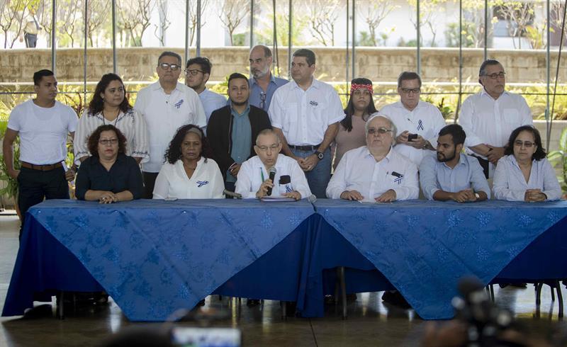 El gobierno y la oposición reanudan pláticas. Foto: EFE